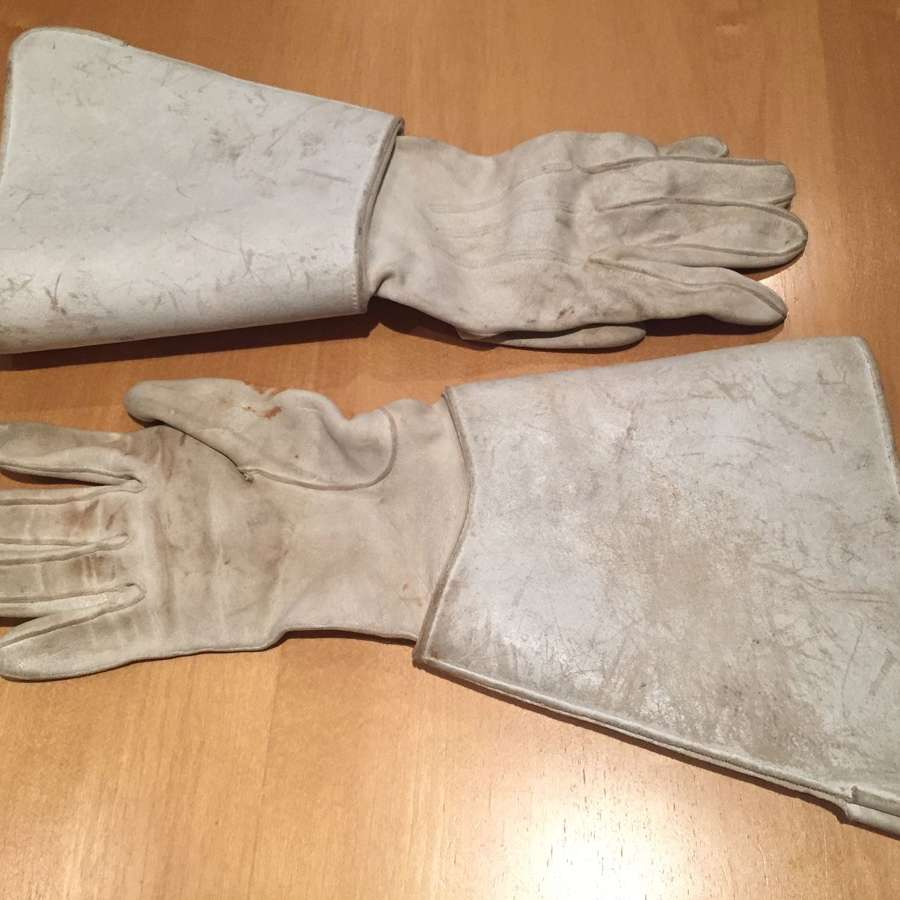 Victorian Officer's white leather gauntlets